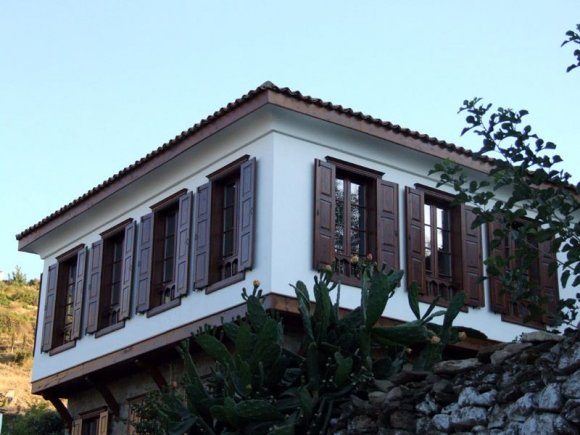 Şirince - A house in Şirince. Most houses built in 19. century or earlier when Sirince was predominantly a Greek village.